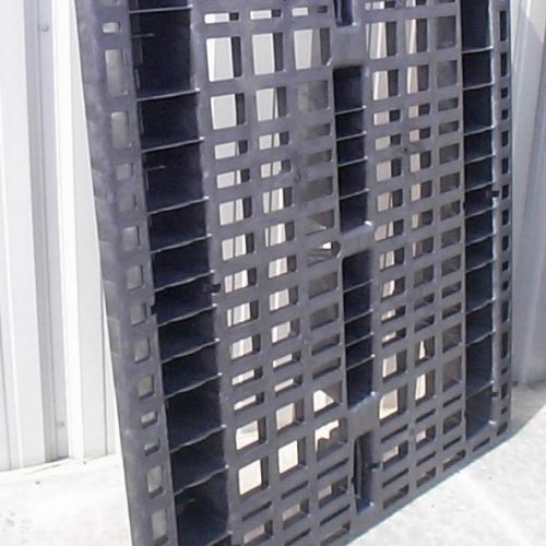 Nestable and Rackable Plastic Pallet